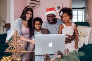 Samen Kerst vieren achter de laptop